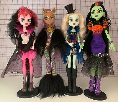 Monster High Dolls Casta, Frankie Freak Du Chic, Draculaura Clawdeen Ghouls Rule