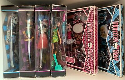 Monster High Dolls: Frankie Clawdeen Draculaura Ghoulia Cleo.
