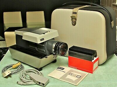 ROLLEI P11 SLIDE PROJECTOR WITH ZOOM LENS for Medium Format (6X6) and 35mm Slide