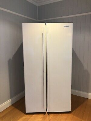 Westinghouse 606L White Side By Side Refrigerator. Model: WSE6100WA