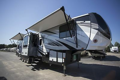 Heartland Cyclone 4005 Fifth Wheel Toy Hauler RV 500 Miles FREE shipping!!