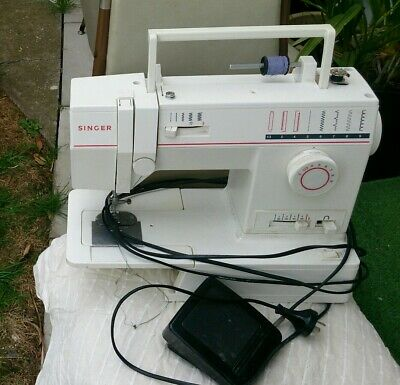 SINGER Model 9015 Electronic SEWING MACHINE with PEDAL - NO Cover & Instructions