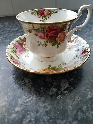 Royal Albert - Old Country Roses design one tea cup and saucer