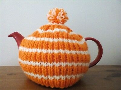 Hand knitted tea cosy (small, fits two cup teapot)