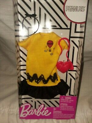 0fe50f1e05 New Barbie Complete Look fashion pack Peanuts 1 Charlie Brown Yellow   Black