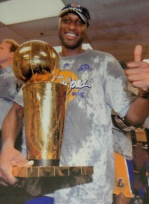 Lamar Odom UnSigned 22x32 Stretched Canvas Los Angeles Lakers with Trophy UDA