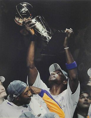 Lamar Odom 16x20 Photograph UNSIGNED Championship Trophy Up Los Angeles Lakers