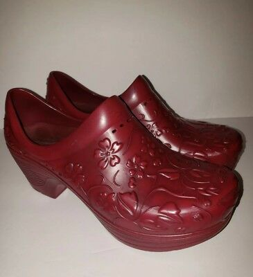 Dansko Pixie Womens 36 Maroon Floral Embossed Rubber Clogs Nursing Nonslip EUC