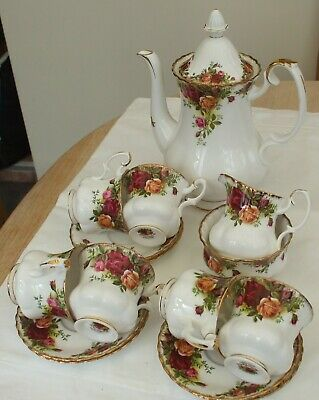 Pretty Royal Albert Old Country Roses 15 Piece Coffee Set