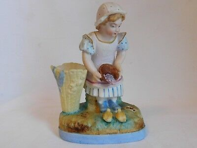 Biscuit porcelain polycrhome young fille giving to dining to the ducklings
