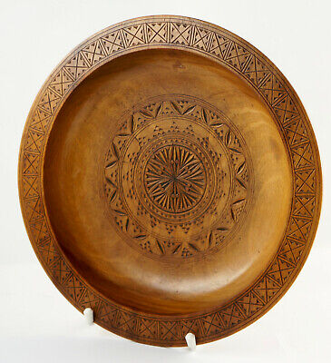 Old Wooden Plate, Carved Arts and Crafts, Wall Plate Ø 26,5 Cm. (4n54)