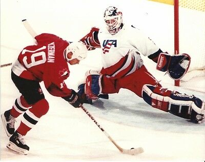 STEVE YZERMAN 8x10 Olympics Action Photo vs Mike Richter TEAM CANADA (Red Wings)
