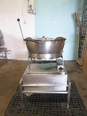 """""""CLEVELAND"""" HD COMMERCIAL 240V, 1PH ELECTRIC 10gal. TILTING BRAISING PAN/SKILLET"""