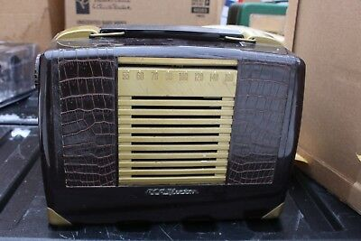 Vintage RCA Victor Brown Gold Plastic Tube Portable Radio