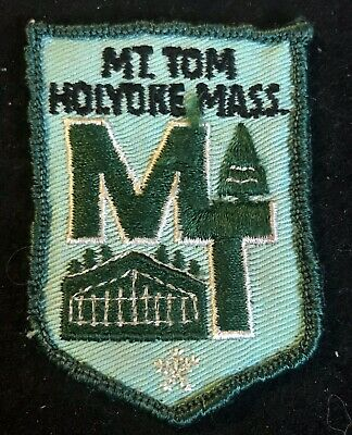 MT TOM Vintage Lost Ski Area 1962-98 Skiing Patch MASSACHUSETTS Souvenir Travel