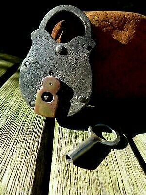 Antique vintage padlock with one unique key, working order collector hobby 26-01