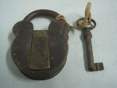 Antique big iron padlock with Key (1)