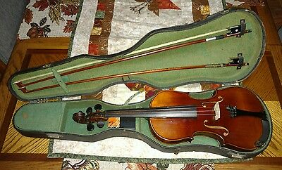 Old, Antique, Vintage Violin Stradiuvarius 1711 with Case Gut Strings Chinrest