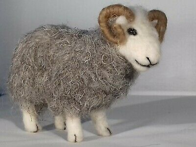 3 SHEEP NEEDLE FELT KIT Rare Breed BRITIS Wool HERDWICK/ WFW/ MANX WULYDERMY