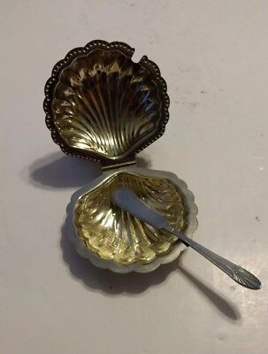 """Vintage Leonard 5"""" Silver Plated Shell Butter Dish With Glass Insert & Spreader"""
