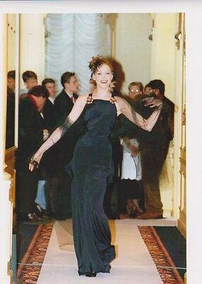 Carla BRUNI  - DEFILE CHANEL PRINTEMPS ETE 96 Photo Presse Originale