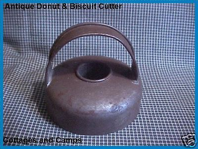 ANTIQUE Primitive Tin Metal Vtg DONUT & BISCUIT COOKIE Cutter with Handle aafa