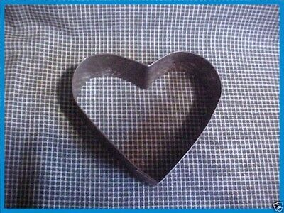 ANTIQUE Primitive Tin Metal Vtg Large HEART BISCUIT & COOKIE Cutter