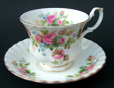 Royal Albert Moss Rose Pattern 1st Quality 200ml Tea Cups & Saucers Look in VGC