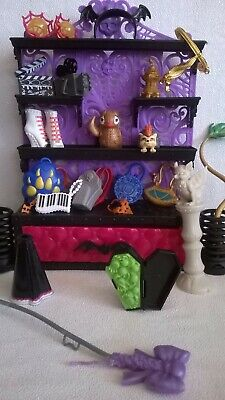 Monster High Accessories, boots, pets and bags.