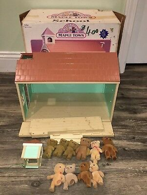 Maple Town School Playset and 10 Calico Critters Figures w/Box - Tonka - 80s