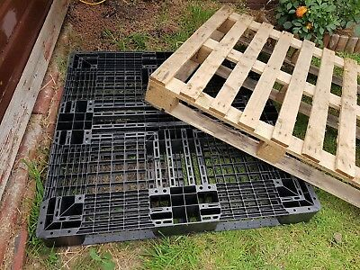 Wood & Black Plastic Shipping Storage Pallets Tops Lids Stores Kindling Fencing