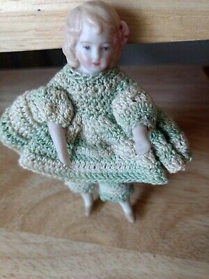 """VINTAGE 3 3/4"""" PORCELAIN DOLL (1980) in Hand crocheted dress and pants"""