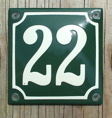 CLASSIC ENAMEL HOUSE NUMBER 22 SIGN. CREAM No.22 ON A GREEN BACKGROUND. 10x10cm.