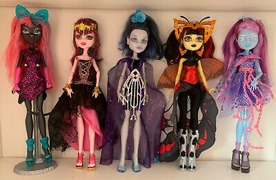 Monster High Dolls - Boo York Catty Elle Luna, Haunted Kiyomi, 13 Wishes.