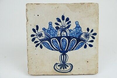 Beautiful and good condition fruit bowl Antique Dutch Delft Tile, 17th century