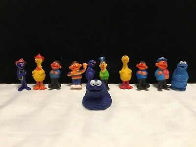 Lot of 11 Sesame Street Muppet Plastic Figures & Finger Puppet  (U29)