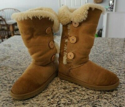 fe22088aa30 10 UGGS UGG 1873 Bailey Button Triplet Suede Leather Shearling ...