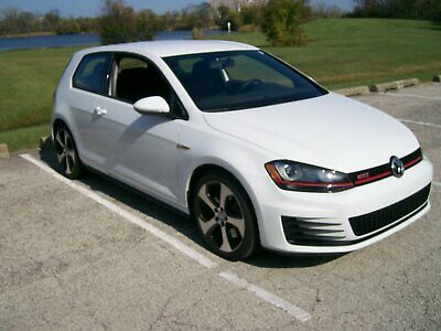 2016 Volkswagen Golf  2016 Volkswagon Golf GTI S Performance and Lighting Only 2,800 miles!!!