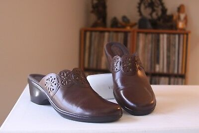d77c0e117da Clarks Bendables 64943 Brown Leather 2 1 4 Inch Heel Mules Women s Size 9.5  M