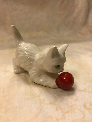 """Vintage Goebel White Porcelain Cat Playing with a Red Ball Figure 3"""" (A15)"""