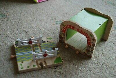 BigJigs bundle tunnel and level crossing wooden train set euc brio compatible