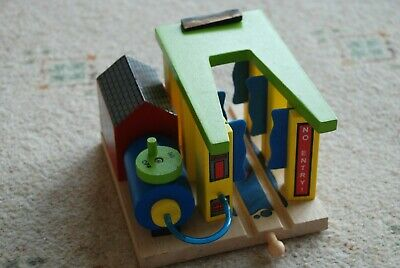 BigJigs rail wooden trainset train wash rrp £26 brio compatible