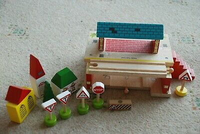 Fabulous BigJig Brio compatible bundle wooden train station and buildings see!