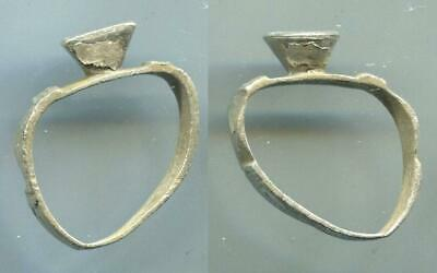 (16214)Chach or Early Islamic AR ring, from Shash oasis