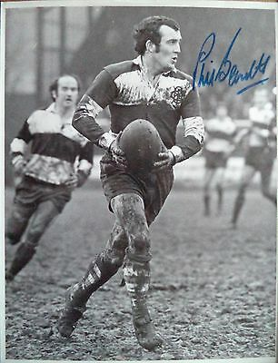 Phil Bennett – 1977 Barbarians & Wales Rugby Union Autographed B & W Photograph
