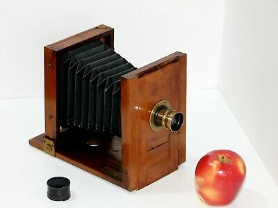 Small Wooden French camera antique 1905m(?)
