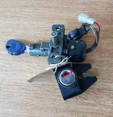 ITALJET FORMULA 125. Ignition switch and seat latch