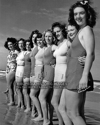 1930s Vintage Photo * GIRLS IN BATHING SUITS * Beach Flappers Cute 30s Swimsuits