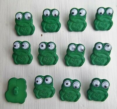 12 x green frog shape shanked buttons animals  childrens Dill 280257.