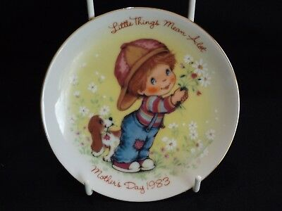 Avon Mothers Day 1983 small collectors plate - Little Things Mean Alot